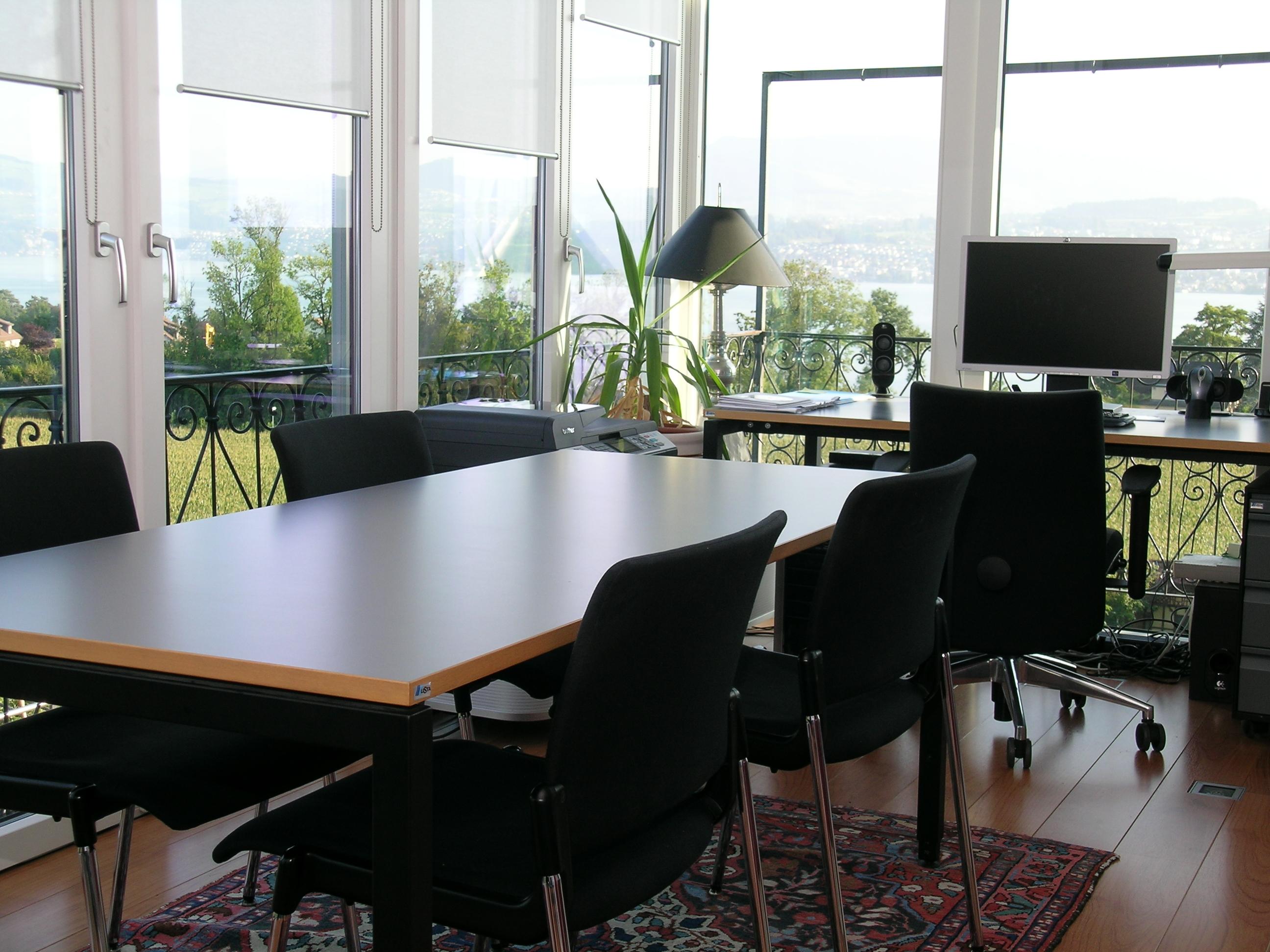 Anbau im Hang und Glasbüro am Zürichsee